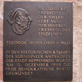 Gründung der FDP in Heppenheim: Theodor Heuss auf der Gedenktafel im Kurmainzer Amtshof